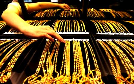 Jewelers Shops Close in Mumbai's Zaveri Bazaar, Excise Tax Protest